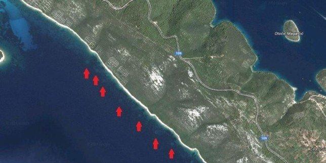 cerchi sul fondale marino vicino alla costa di Dugi Otok
