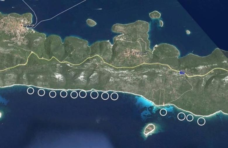 i cerchi nel mare vicino alla costa di Dugi Otok, foto satellite