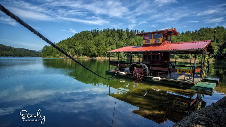 in barca sul lago di Lokve