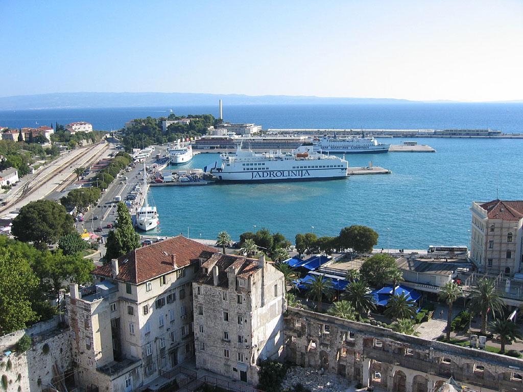 Spalato il porto e il Palazzo di Diocleziano