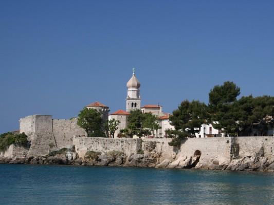 Krk città circondata da mura