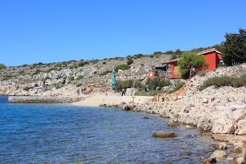 spiagge di ciottoli sull'isola Lavdara