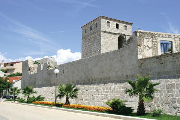 mura cittadine della città di Pag