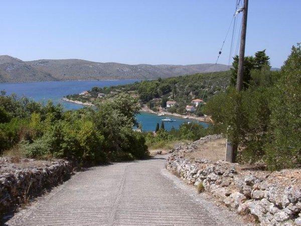 isola Rava e strade cementate
