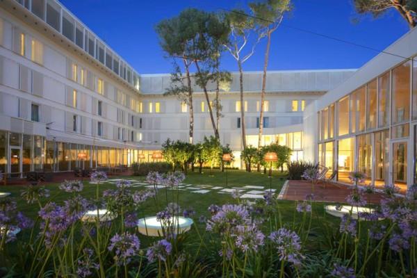giardino e cortile dell'Hotel Bellevue