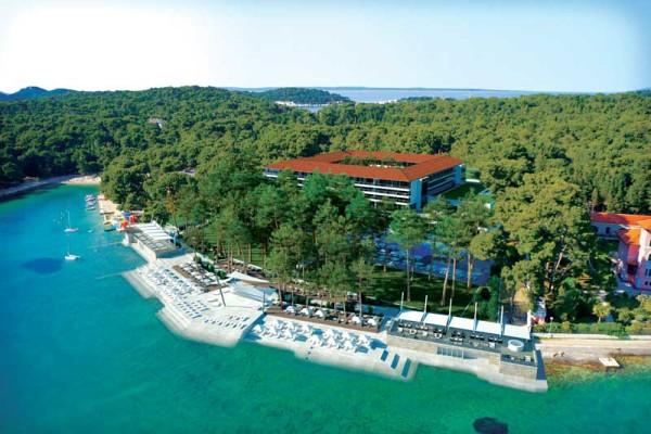 Hotel Bellevue nella baia Cikat