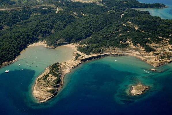 spiaggia di sabbia in Croazia a Lopar sull'isola Rab