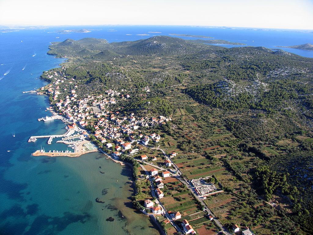 foto aerea di Tkon sull'isola di Pasman