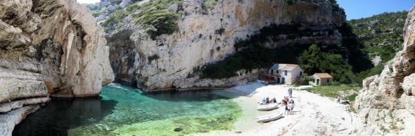 spiagge in Croazia la baia Stiniva a Vis