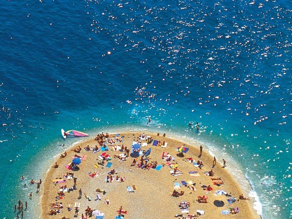 spiaggia Zlatni Rat a Bol sull'isola Bac
