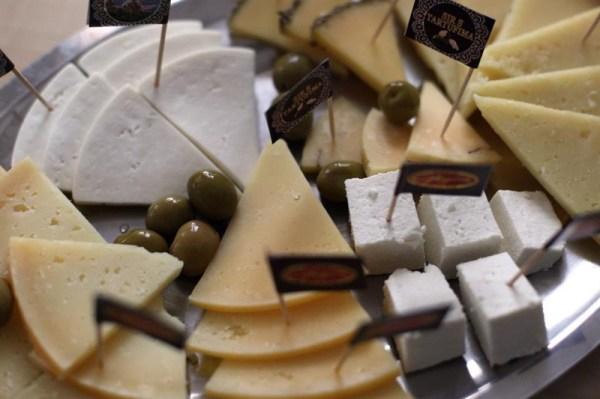 olive di Pag e formaggio del caseificio Sirana Gligora
