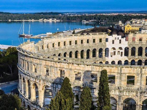 Pola in Istria e la sua Arena