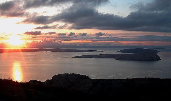 isola Zut tramonti infuocati