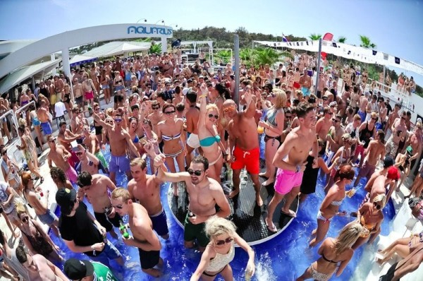 Aquarius club sulla spiaggia Zrce isola Pag
