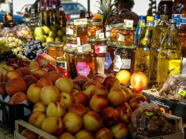 prodotti tipici al mercato colori odori e sapori