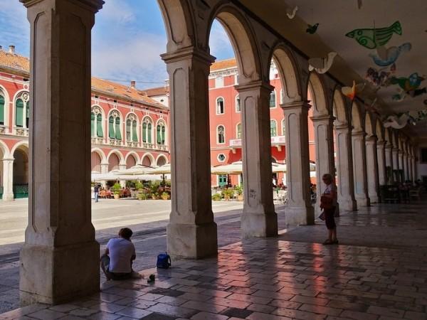 Palazzo di Diocleziano a Spalato Peristilio e turisti