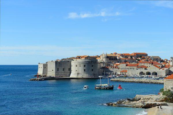 centro storico di Dubrovnik e spiaggia cittadina