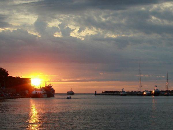 tramonto sul porto di Zara in Dalmazia
