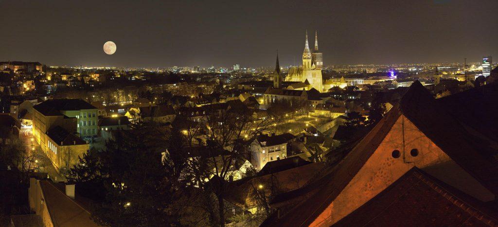 Zagabria capitale della Croazia illuminata di notte
