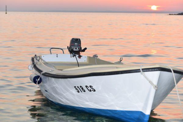 in barca in Croazia navigare nel mare Adriatico